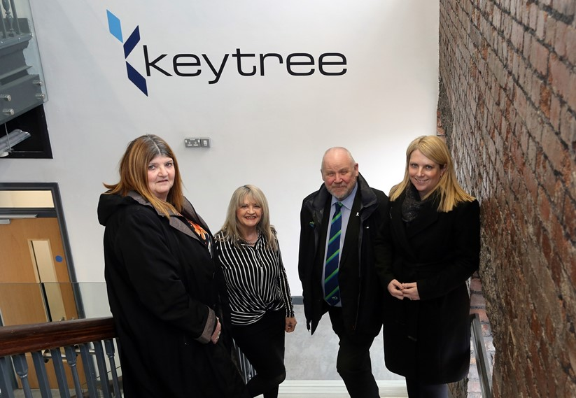 (L-R) Cabinet Member Cllr Annette Wingrave, a member of Keytree staff, Council Leader Cllr Rob Jones and Welsh Govt Minister for Local Government and Housing Hannah Blythyn